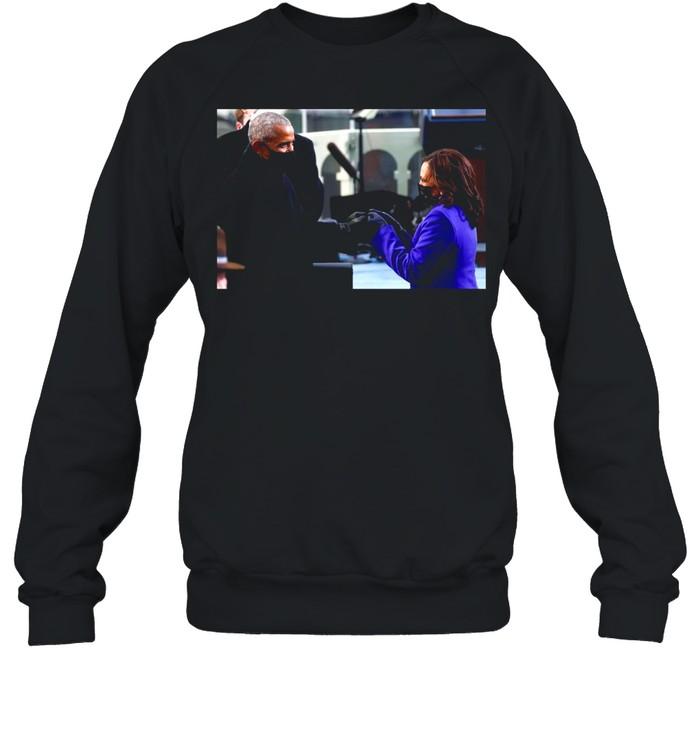 Barack Obama Greeting Vice President Kamala Harris shirt Unisex Sweatshirt